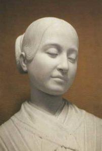 La statua di marmo eretta in onore di Maria Teresa Scrilli